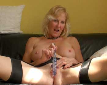 SubSlut Molly Maracas: Cock-teasing as she gets herself off.